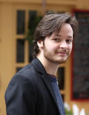 Ancien élève de l'Ecole Normale Supérieure de la rue d'Ulm propose des cours particuliers dans les matières littéraires pour tous niveaux (collège -> préparation aux concours)