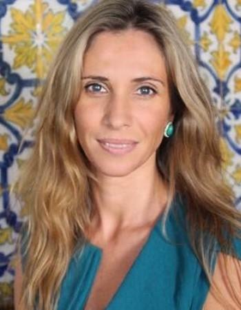 Professeur diplômée très expérimentée propose des cours de portugais à domicile.