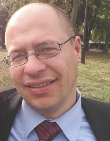 Ingénieur avec quinze ans d'expérience internationale donne des cours en ligne – informatique et langues