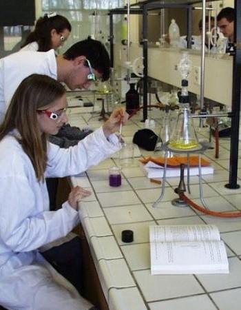 Cours de maths physique chimie par enseignante  en  dans lycee et prepa medecine