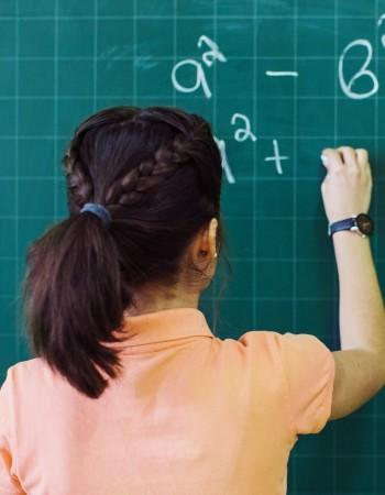 Docteur en physique, donne des cours particuliers de maths et physique ( 2nd à Bac+3)