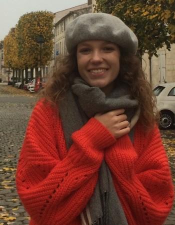 Etudiante en licence internationale de Physique-Chimie à l'université de Bordeaux donne cours de Physique-Chimie et Mathématiques.