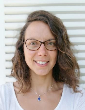 Jeune professeure forte de ses expériences diverses donne des cours de FLE et de chinois en ligne