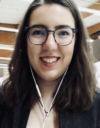 Emma, en prépa littéraire B/L, donne des cours particuliers de français, d'anglais, d'histoire, et de mathématiques du primaire à la terminale.