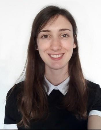 Jeune active et diplômée en communication et journalisme donne cours à distance