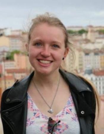 Ancienne assistante de professeur en Angleterre, je propose des cours d'anglais par webcam du Primaire à l'enseignement supérieur.
