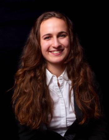 Etudiante en 2e année à HEC Paris donne des cours en maths, allemand éco et finance