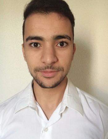 Je m'appelle Yassine. J'ai 25 ans, Je partage mes connaissances mathématiques avec des étudiants depuis sept ans, donnant des cours particuliers à domicile, en Mathématiques et physique, aujourd'hui je vais commencer do partager mes connaissance mathémtiq