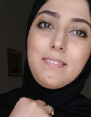 Je donnz des cours en mathématiques pour le niveau du collège et l'arabd pout tout niveau, je suis d'origine arabe et je parle aussi français et anglais.