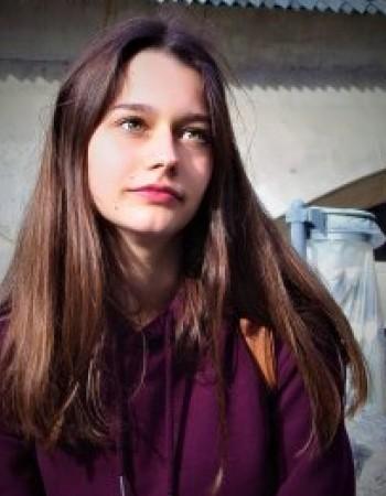 Je peux vous donner des cours d'anglais et de russe débutant. Je suis très enthousiaste et toujours à l'écoute.
